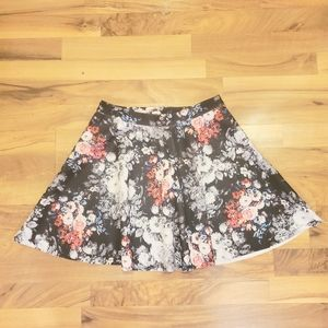 💥 ABERCROMBIE & FITCH Floral Zip Up Miniskirt